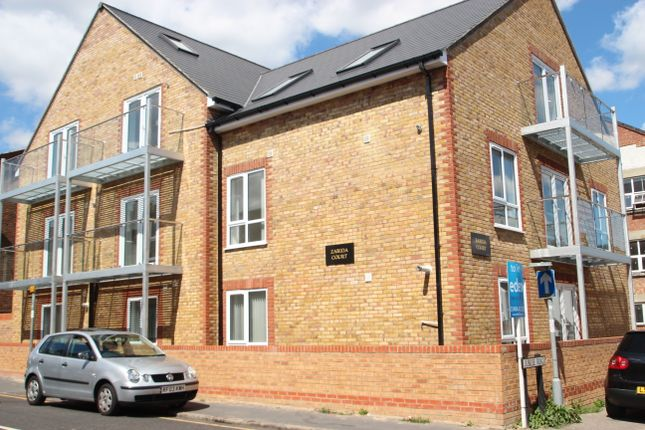 Thumbnail Flat to rent in Jubilee Road, High Wycombe