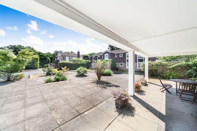 Thumbnail Flat to rent in Larchmoor Park, Gerrards Cross Road, Stoke Poges, Slough