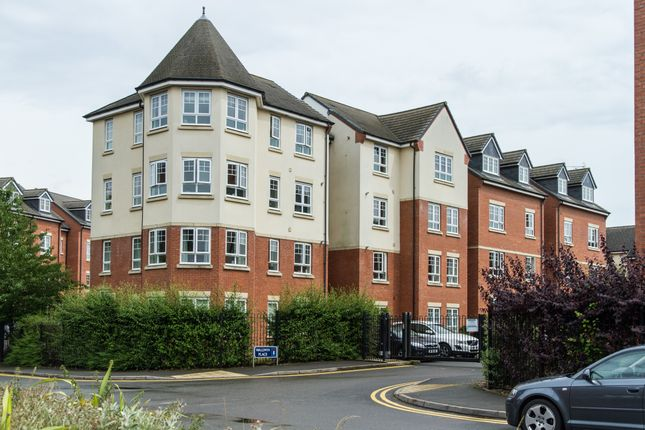Flat to rent in Walwin Place, Warwick