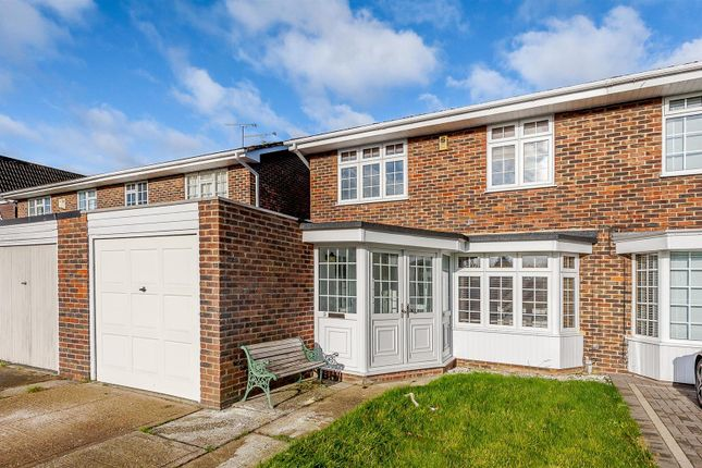 4 bed semi-detached house for sale in Willowdene, Pilgrims Hatch, Brentwood