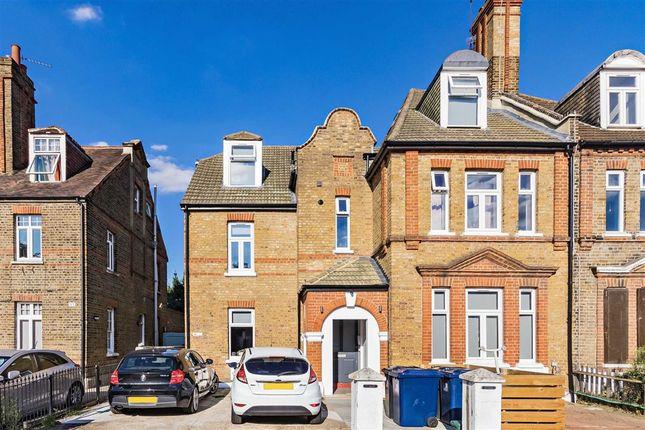 Thumbnail Flat to rent in Newburgh Road, London
