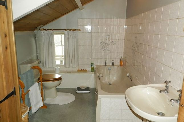 Bathroom of Talgarreg, Llandysul SA44