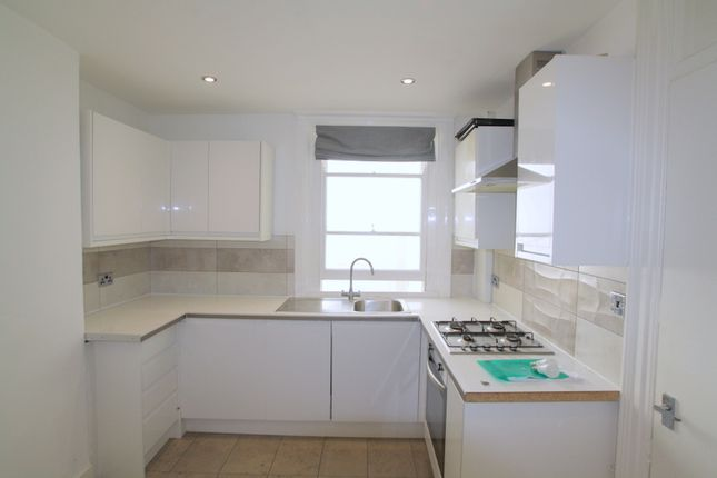 Thumbnail Terraced house to rent in Clarence Square, Brighton