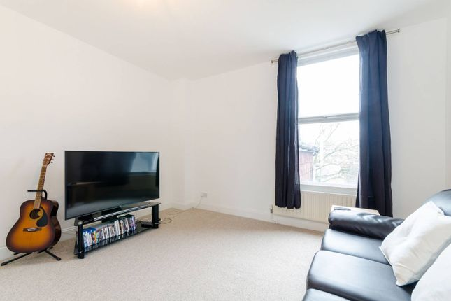 3 bed flat for sale in Holmesdale Road, South Norwood