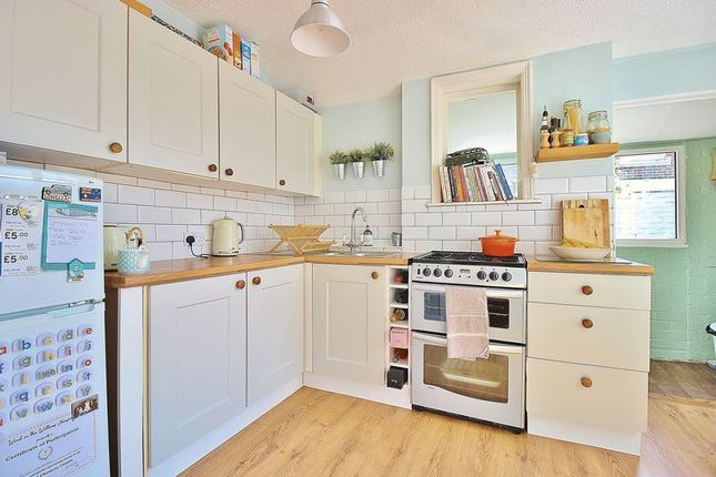 Kitchen of Devonshire Avenue, Southsea PO4