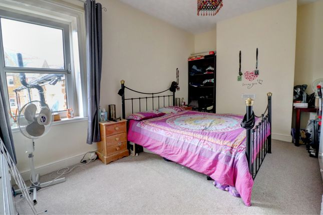 Middle Flat, Bedroom