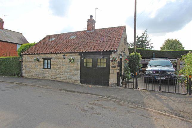 Thumbnail Cottage for sale in Glen Road, Castle Bytham, Grantham