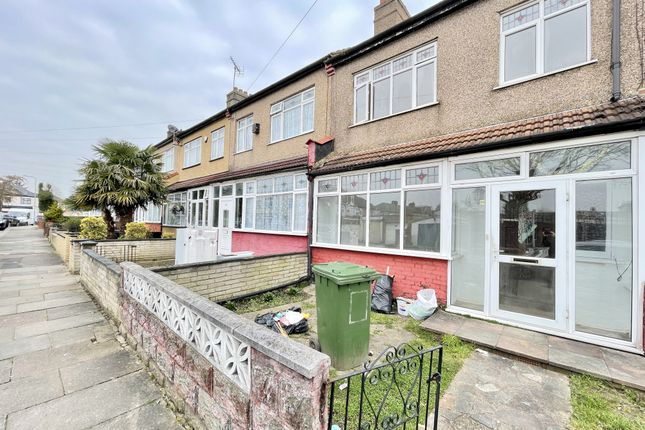 3 bed semi-detached house to rent in Littlemoor Road, Ilford IG1