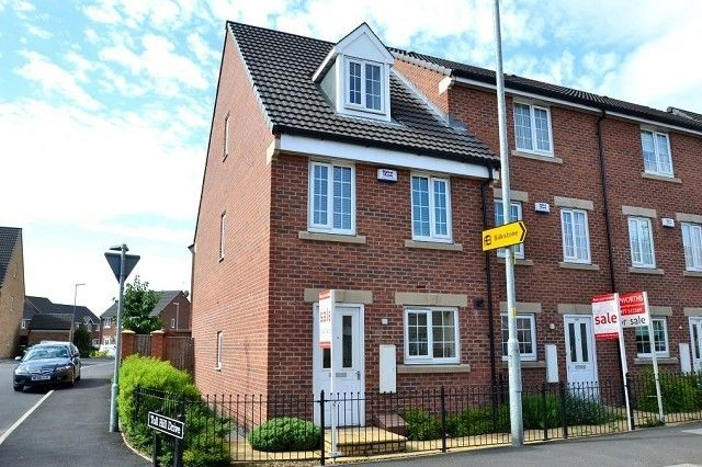 Thumbnail Town house to rent in Holywell Lane, Castleford