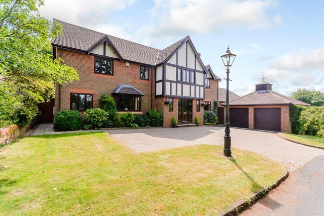 Thumbnail Detached house for sale in Fairway Rise, Kenilworth, Warwickshire
