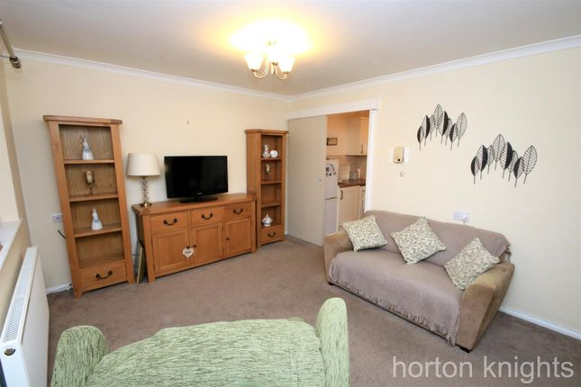 Lounge of Moat Hills Court, Bentley, Doncaster DN5