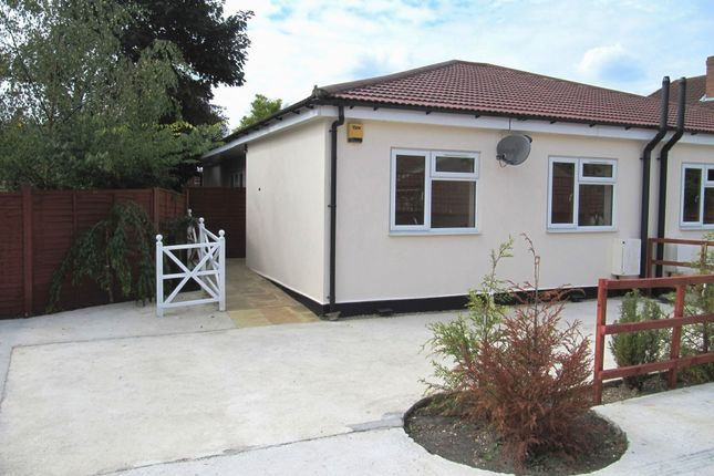 Thumbnail Semi-detached house to rent in Slough Road, Iver Heath, Buckinghamshire