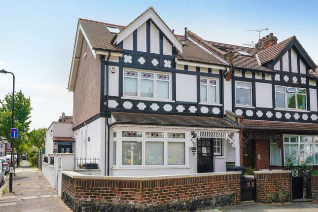 Thumbnail Detached house to rent in Highlands Avenue, London