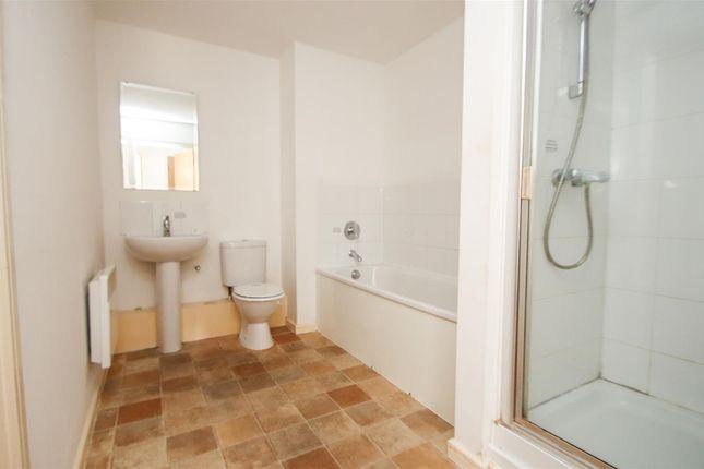 Family Bathroom of Lancashire Court, Federation Road, Burslem, Stoke-On-Trent ST6