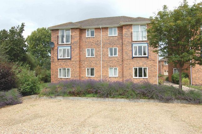 2 bed flat to rent in Corinthian Court, Alcester B49