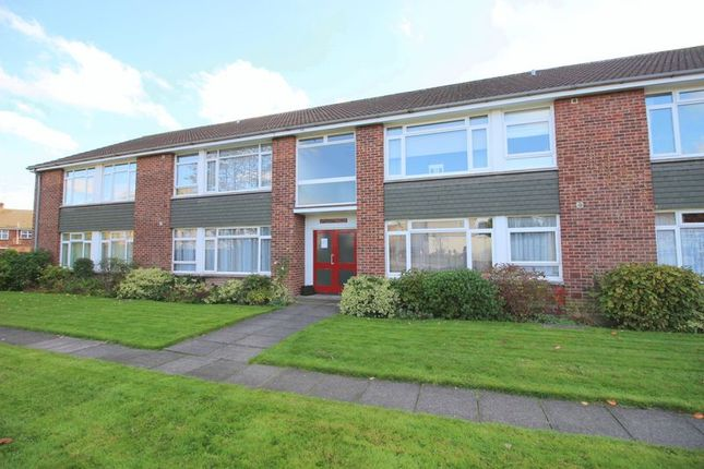 Thumbnail Flat for sale in Sandringham Court, Fairfield Close, Sidcup