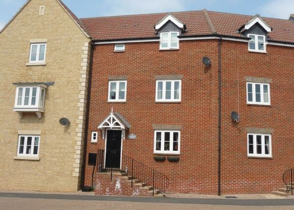 3 bed terraced house for sale in Millgrove Street, Swindon