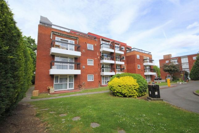 Thumbnail Flat for sale in Grange Gardens, London