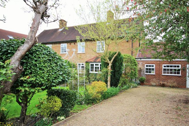 Thumbnail Semi-detached house to rent in New Road, Radlett