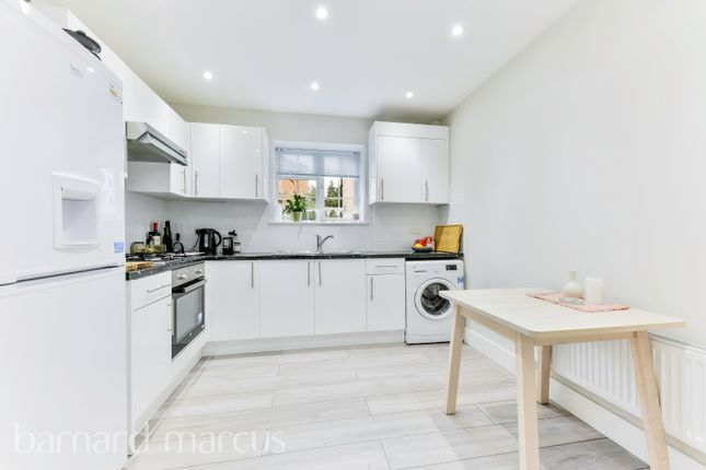 3 bed flat to rent in Hersham Road, Walton-On-Thames KT12