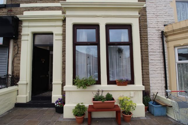 Thumbnail Flat to rent in Deepdale Road, Preston