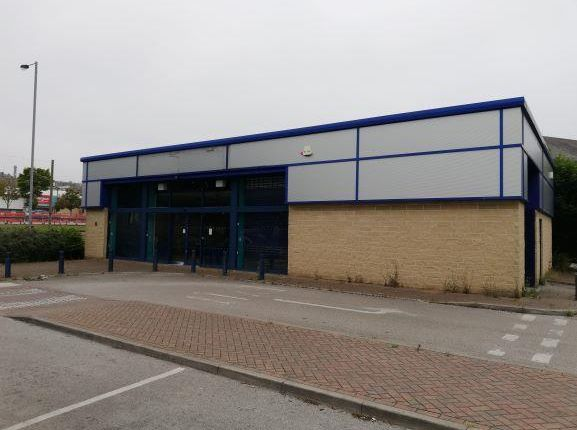 Retail premises to let in 60 Valley Road, Bradford, West Yorkshire