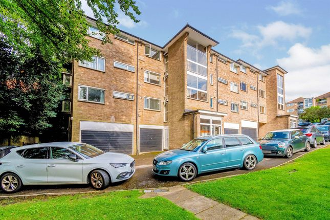 3 bed flat for sale in Northlands Drive, Winchester SO23