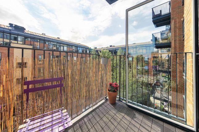 Balcony (2) of Carney Place, London SW9