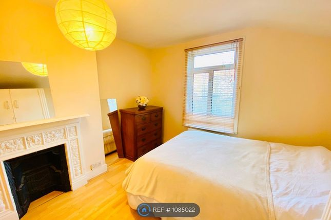 Room to rent in Richmond Road, Ilford IG1