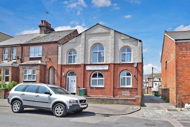 2 bed flat for sale in Broomfield Road, Folkestone, Kent CT19
