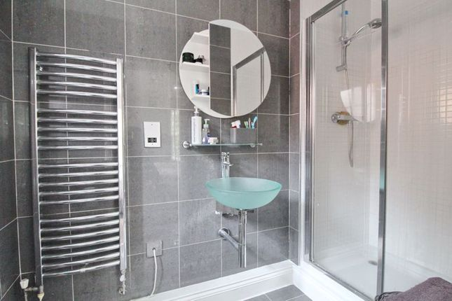 En-Suite of Abbeycroft Close, Astley, Manchester M29