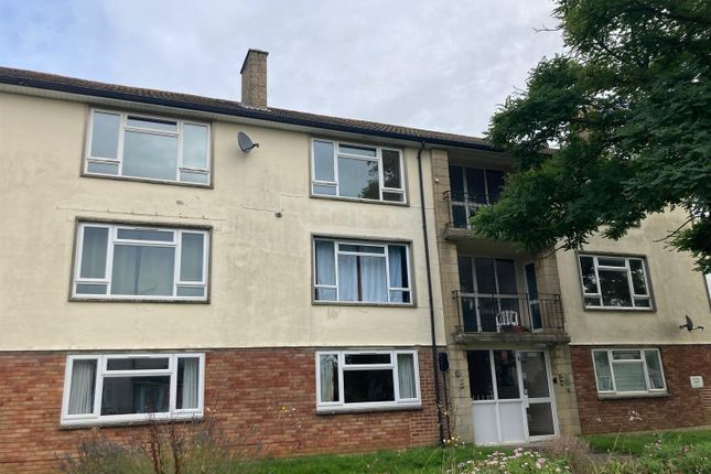 2 bed flat to rent in Dickens Avenue, Corsham SN13