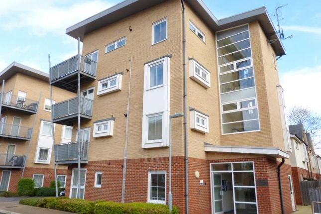 Thumbnail Flat to rent in Whitehall Close, Borehamwood