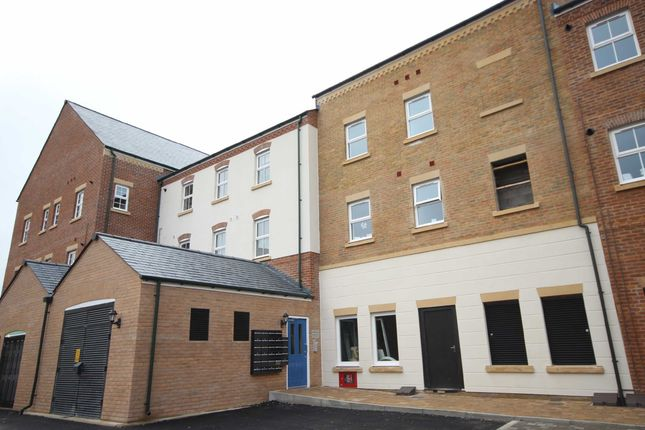 2 bed flat to rent in Staldon Court, East Wichel, Swindon, Wiltshire SN1