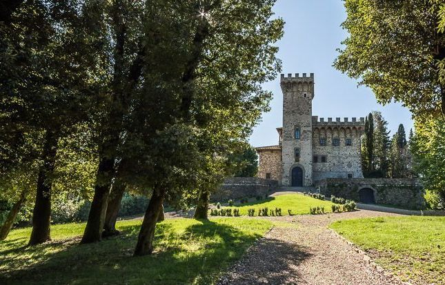 20 bed château for sale in Castel With Vineyard In Chianti, Florence, Florence City, Florence, Tuscany, Italy