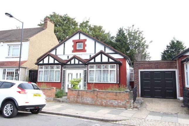 3 bed detached bungalow to rent in Chichester Road, London