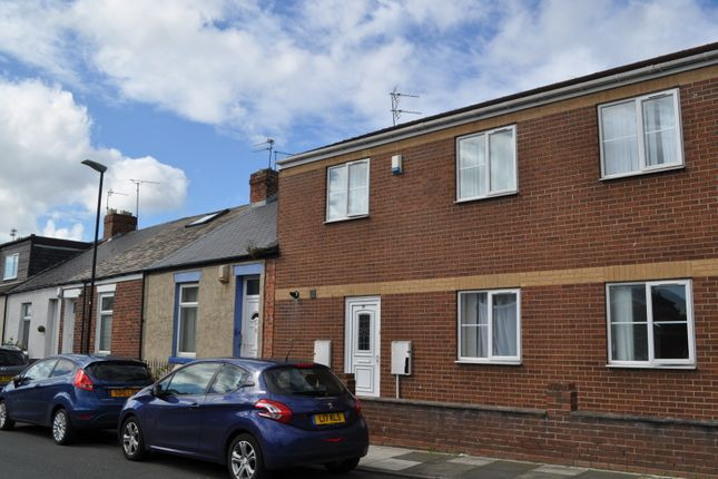 5 bed terraced house to rent in Wharncliffe Street, Sunderland