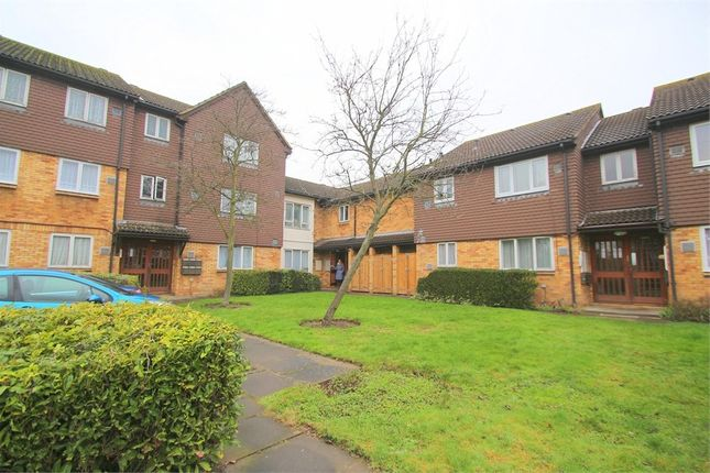 Thumbnail Studio to rent in Brendon Close, Hayes, Greater London