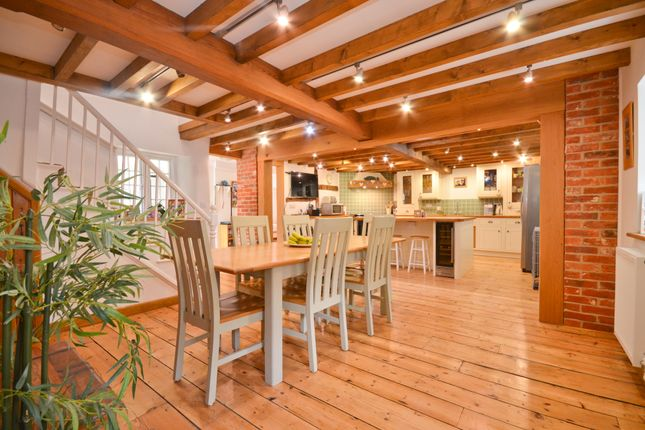 Thumbnail Cottage to rent in High Street, Godshill, Ventnor