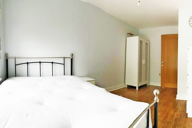 2 bed flat to rent in Windmill Lane, London E15