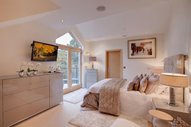 Master En-Suite of Ecclesall Road South, Sheffield S11