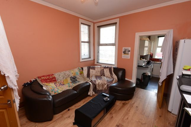 Thumbnail Shared accommodation to rent in Brookfield Road, Sheffield