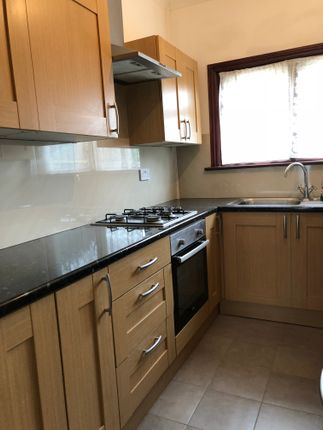 Thumbnail Shared accommodation to rent in Mortlake Road, Ilford