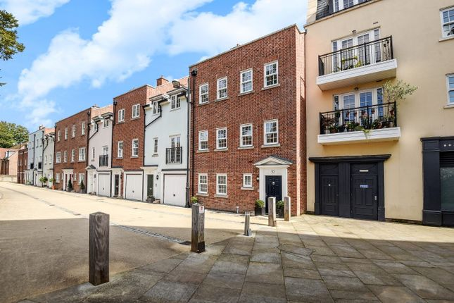 Thumbnail Property for sale in Lower Walls Walk, Chichester