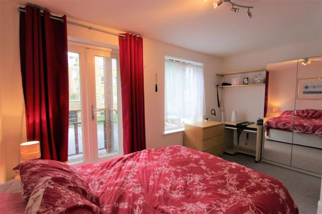 Thumbnail Shared accommodation to rent in St. Davids Square, London