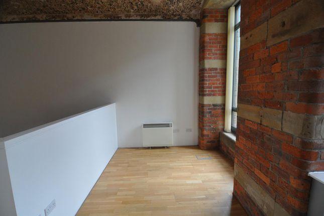 Living Area of Lilycroft Road, Bradford BD9