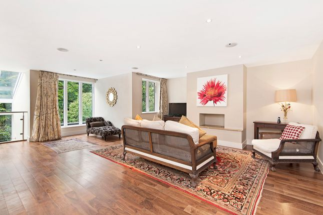 Thumbnail Property to rent in Lancaster Gardens, London