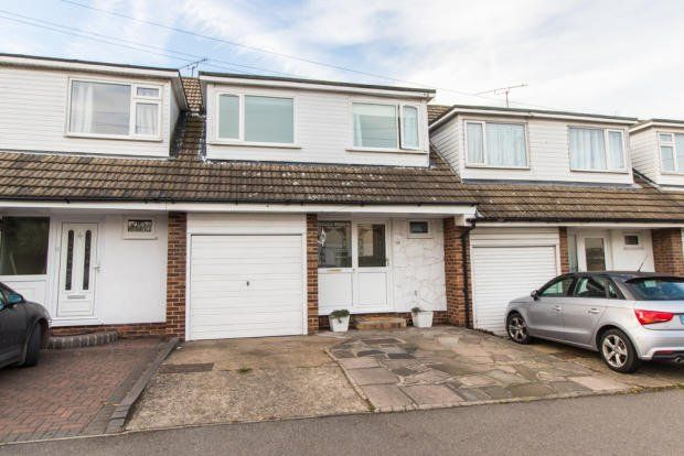 Thumbnail Terraced house for sale in Great Eastern Road, Hockley