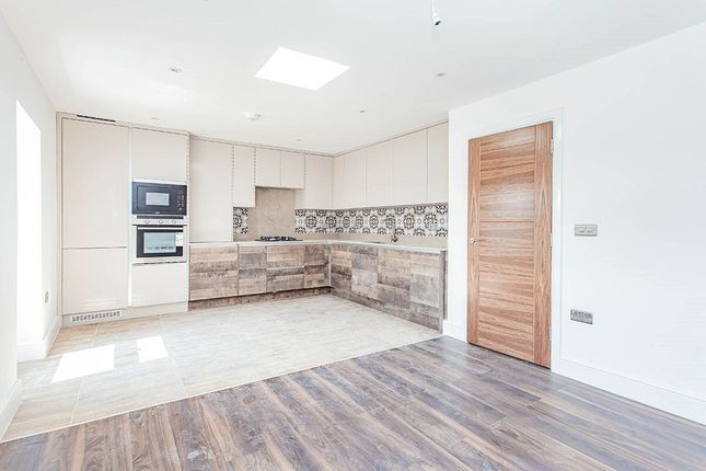 Thumbnail Flat to rent in Hyde Road, Watford