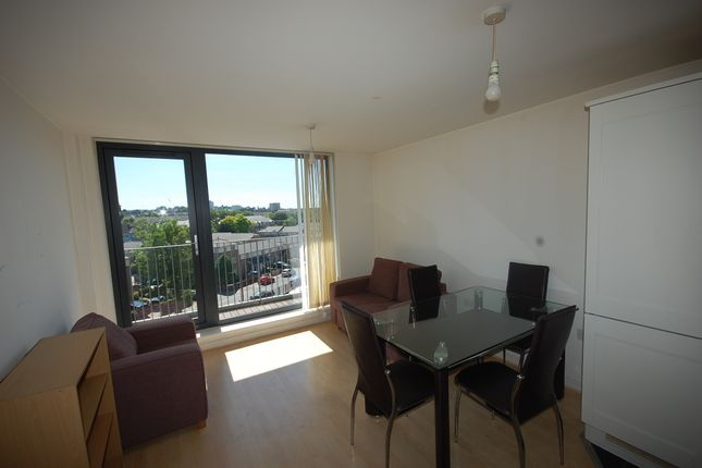 Flat to rent in Creek Road, London